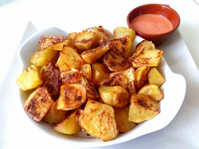 Resultado de imagen de Patates braves saludables, sense oli