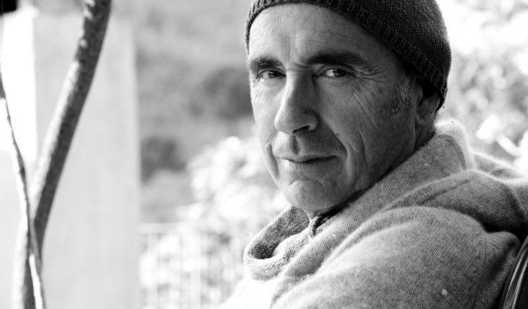 LluísLlach en una entrevista del 2010 li explica a Miguel Boséperquè no canta en castellà. Escolteu la resposta.