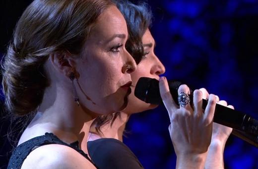Impressionant versió de la cançó Companys, no és això de Lluís Llach per Elena Gadel i Beth Rodergas