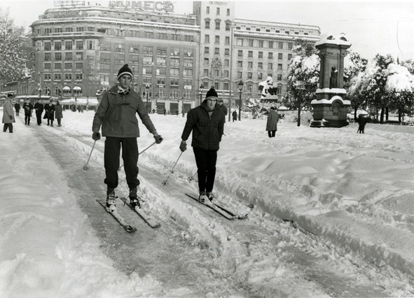 Barcelona abans – Esquiant a la Plaça Catalunya