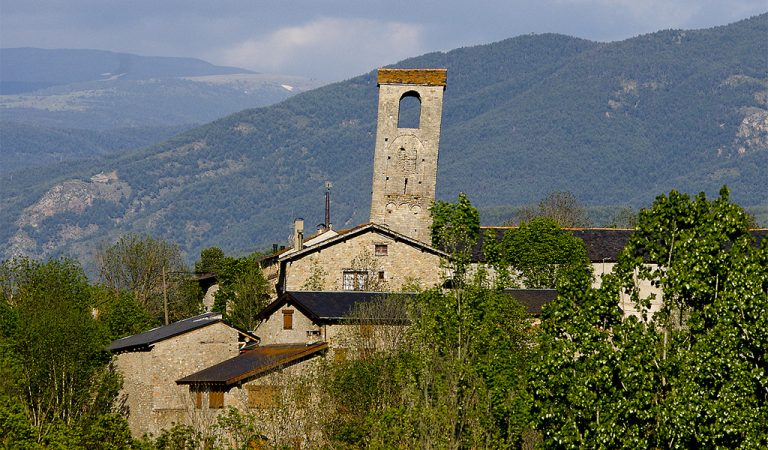 Sabeu que tenim una torre de Pisa en plena Cerdanya?