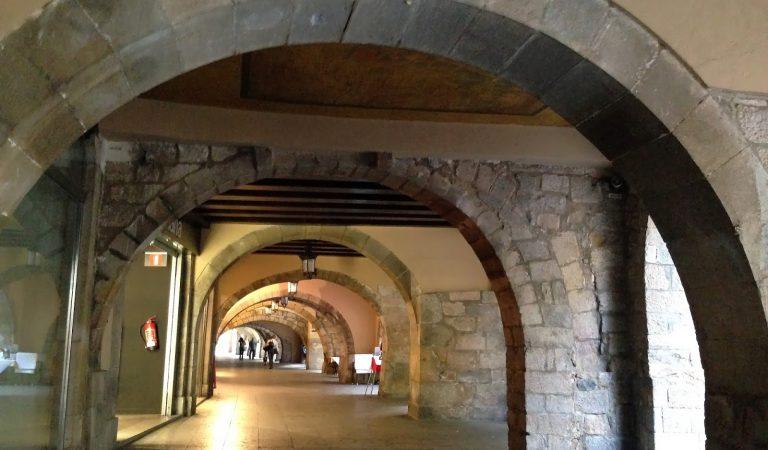 Sabeu perquè es va pintar un mapa de París a Girona? L'heu vist?