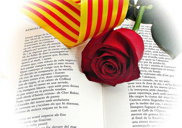 Quan comença la tradició de regalar el llibre i la rosa per Sant Jordi?
