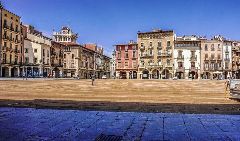 La Plaça del Mercadal de Balaguer o la Plaça Major de Vic, quina és més gran?
