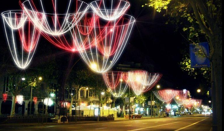Quan s'encenen les llums de Nadal al teu municipi? Aquí teniu l'encesa de les principals poblacions catalanes.