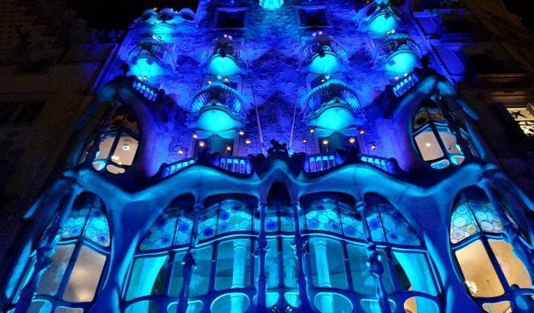 Vols fer una visita nocturna gratis a la Casa Batlló?