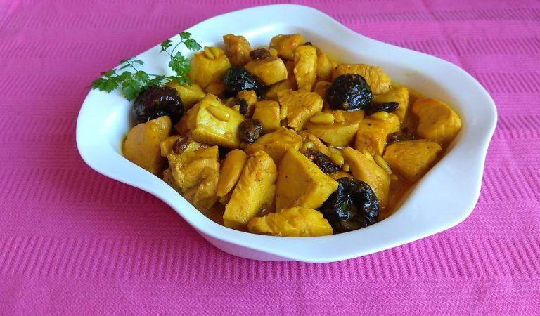Recepta de Cuina, Com es fa – Pollastre al curri amb prunes i pinyons