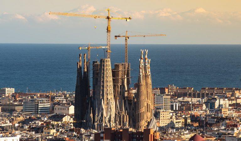 L'escalinata de la Sagrada Família obligarà a enderrocar tota una illa de cases de l'eixample barceloní.