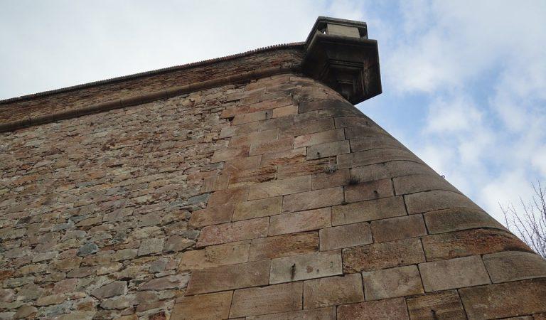 Desnonada l'associació franquista Amics del Castell, instal·lada al Castell de Montjuïc