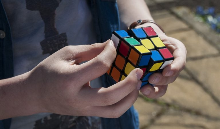 La campiona i record d'Europa de Cub de Rubik és una noia catalana de 19 anys