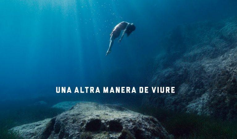 Lletra i Videoclip de l'anunci estiuenc d'Estrella Damm – Una altra manera de Viure – Joan Dausà, Maria Rodés i Santi Balmes