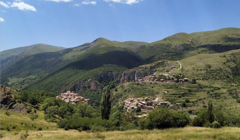 Castellar de N'Hug, un poble per visitar, passejar, menjar i viure.