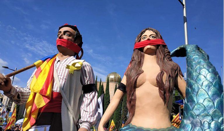 Arrenca la Manifestació de la Diada amb els carrers de Barcelona plens com sempre.