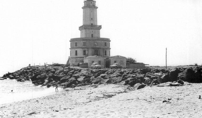 Sabíeu que fa 100 anys L'Hospitalet de Llobregat tenia platja?