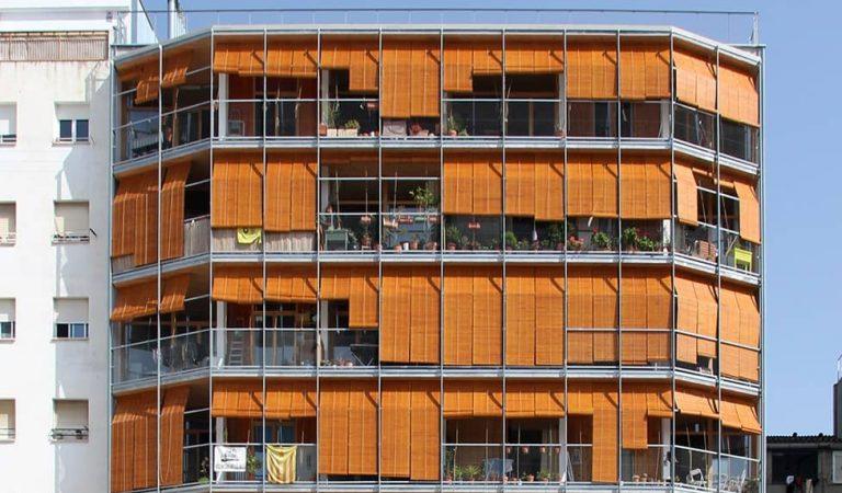 La Borda, l'edifici de fusta més alt del país i un nou model de viure en comunitat.
