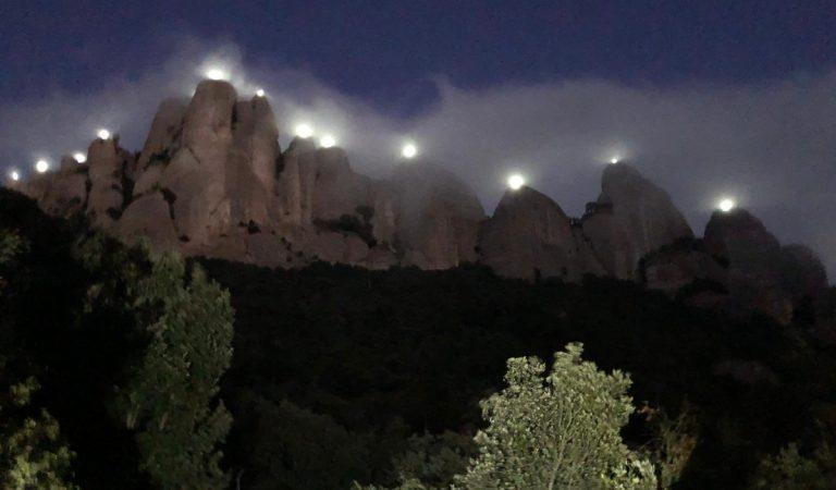 Les fotos dels 131 farells a les agulles de Montserrat – Llum i Llibertat