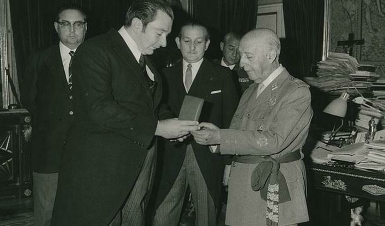 El Barça decideix retirar totes les distincions honorífiques que tenia Franco.