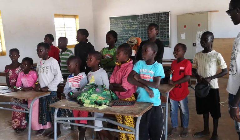 Notícies curioses: Vídeo del Cant dels Segadors en una escola del Senegal.