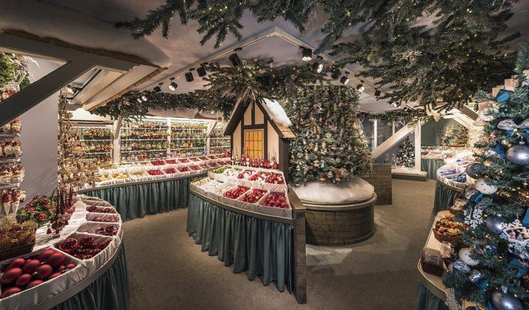 L'Imperi dels Objectes de Decoració Nadalenca s'instal·la a Barcelona.