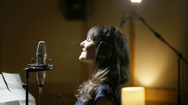 Lletra i Videoclip de la cançó Corren de Gossos, cantada per Amaral i Roger Mas per La Marató.