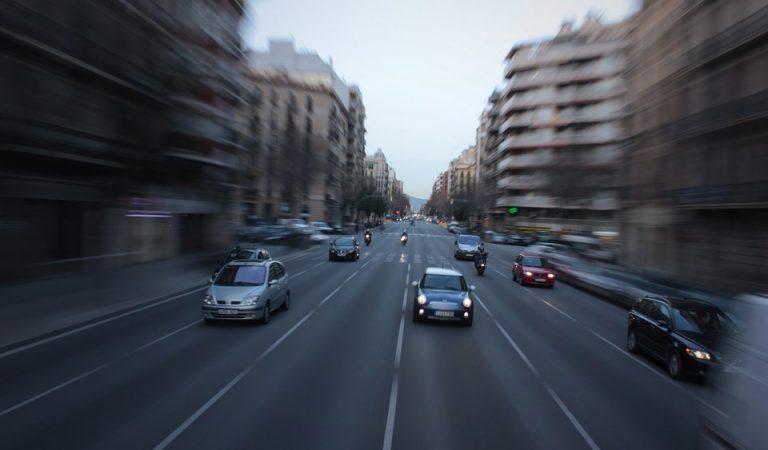 Barcelona comença a multar als vehicles més contaminants que entrin a laZBE