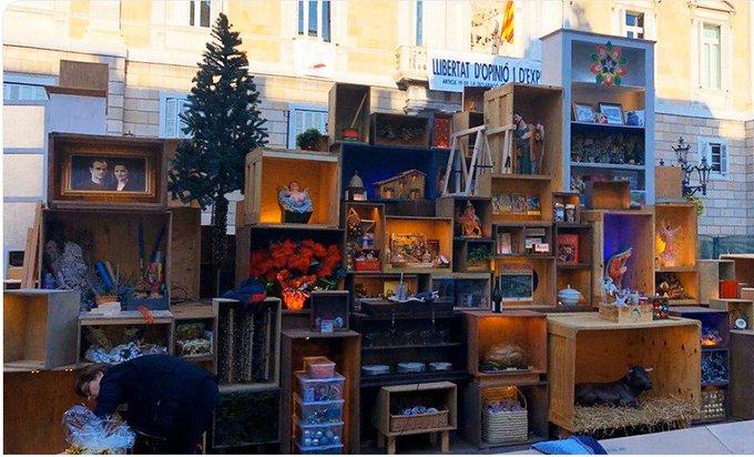 Així és el Pesebre de la Plaça Sant Jaume, més conegut per El Pesebre de la Colau.