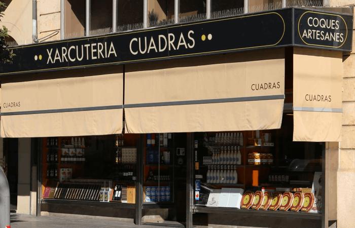 La centenària XarcuteriaCuadrasdel centre de Tarragona, tanca les seves portes.
