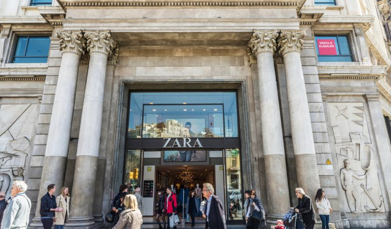 Reobre Zara Passeig de Gràcia, una de les botigues de la marca més grans del món.
