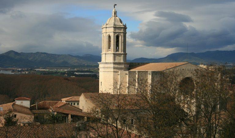 Unes obres a la Catedral de Girona posen al descobert el vitrall més antic de Catalunya