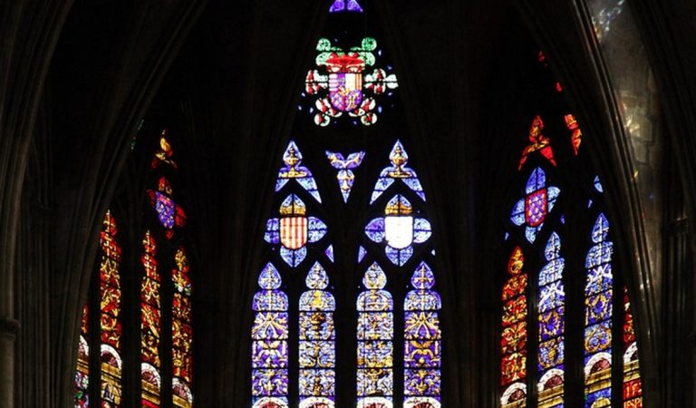 Un Escut amb les quatre barres a una Catedral del Nord de França.