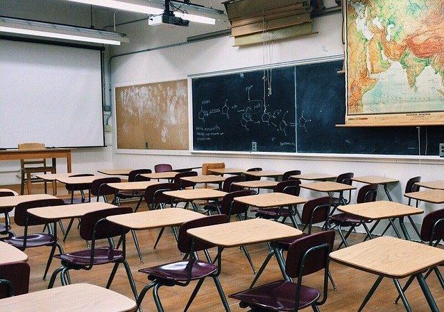 El Departament d'Educació ha decretat el tancament d'Escoles, Instituts i Universitats de tota Catalunya.