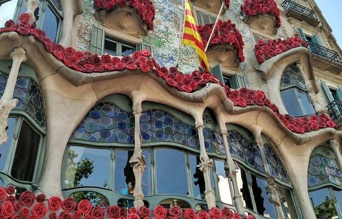 La Casa Batlló fa un vídeo per animar-nos a guarnir els balcons amb roses per Sant Jordi