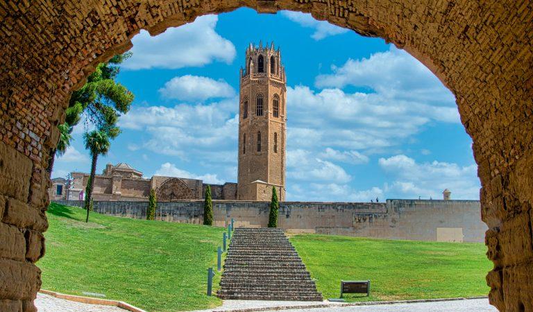Lleida ajorna la seva Festa Major en honor a Sant Anastasi.
