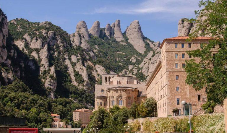 Avui fa35anys de l'incendi que va arrasar Montserrat i va posar en perill el Monestir.