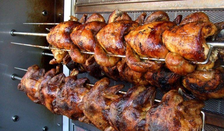 Quan i a on va començar el costum de menjar Pollastre a l'Ast?
