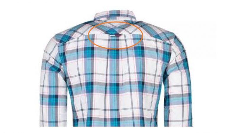 Per què serveix la tira que porten de les camises a l'esquena?