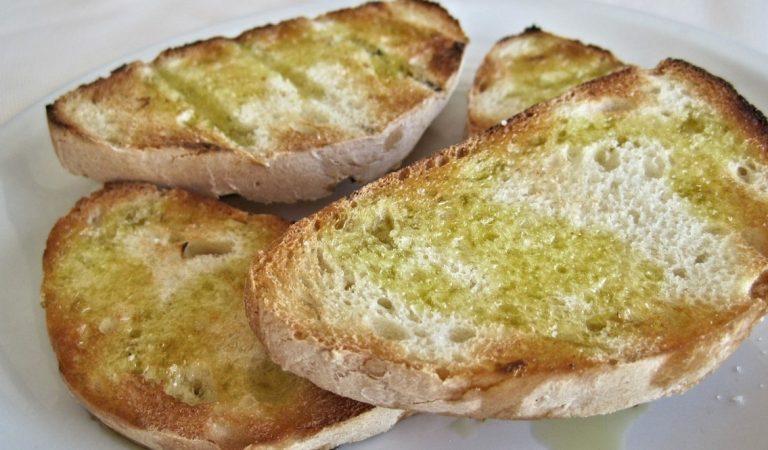 Tots els beneficis d'una Torrada de pa amb Oli d'oliva i All