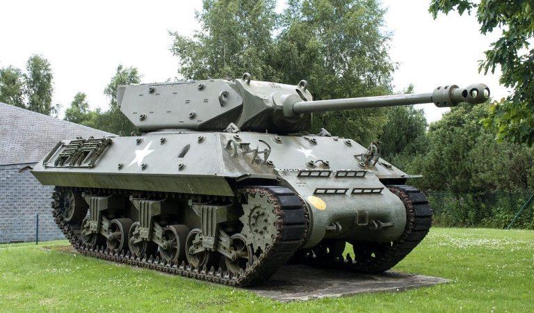 En plena pandèmia el govern decideix destinar 2.100 milions d'euros a la fabricació de tancs.
