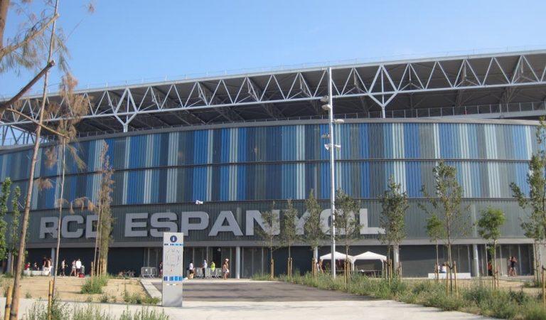 L'afició de l'Espanyol emprenyada amb els seus jugadors i ho demostra amb unes pintades amenaçadores.