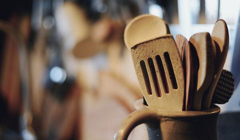 Fer servir estris de fusta a la cuina pot ser perjudicial per a la salut.