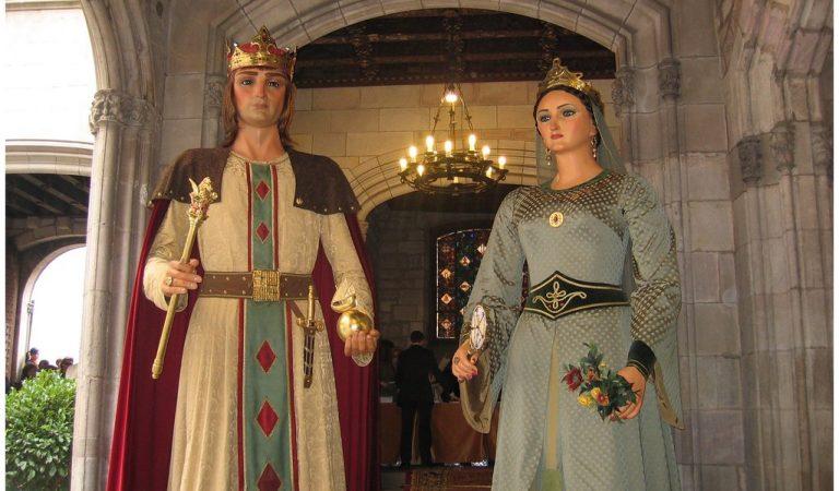 Tots els vestits dels Gegants de Barcelona en un retallable