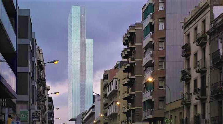 Leo Urban escala sense protecció l'Hotel MeliàSkyde Barcelona