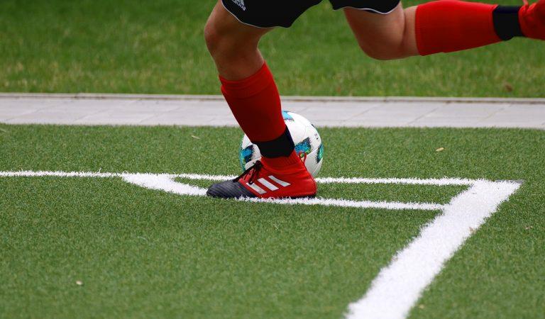 Perilla l'inici de la Lliga de Futbol? Allau de casos positius de Covid-19 en clubs de primera i segona divisió.
