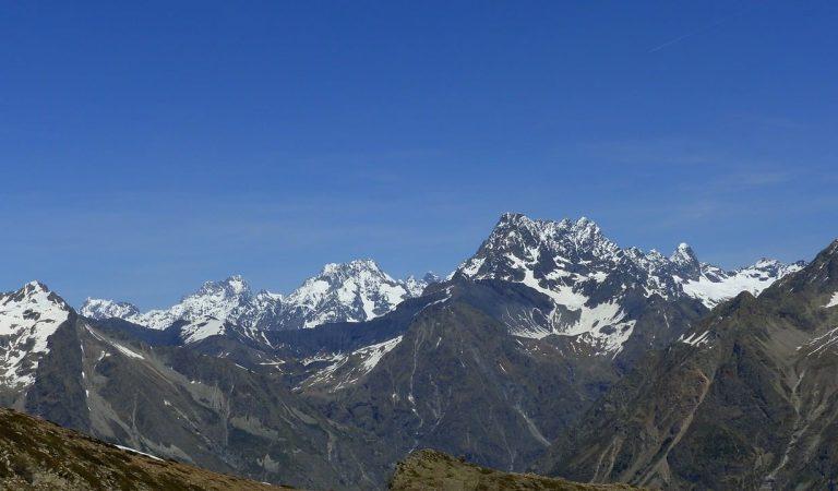 Una fotografia dels Alps des de la Vall de Núria, Rècord Guinness a la fotografia més distant que s'ha fet mai.