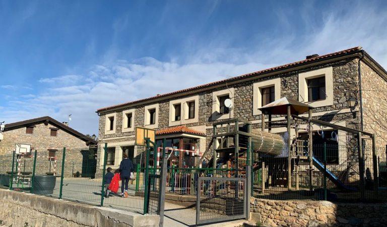 Dues escoles de Catalunya no obriran demà per tenir positius de Covid entre el personal