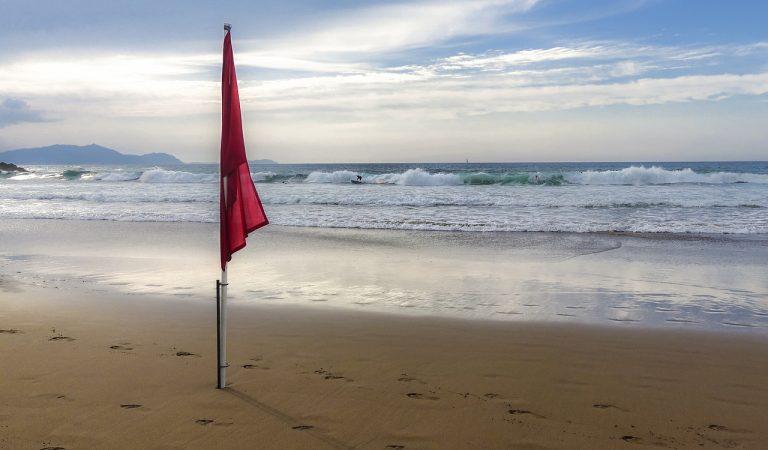 Bandera vermella a les platges de Barcelona durant tot el cap de setmana