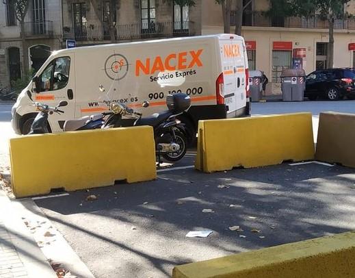 Barcelona suprimeix 2000 llocs d'aparcament per instal·lar terrasses dels bars