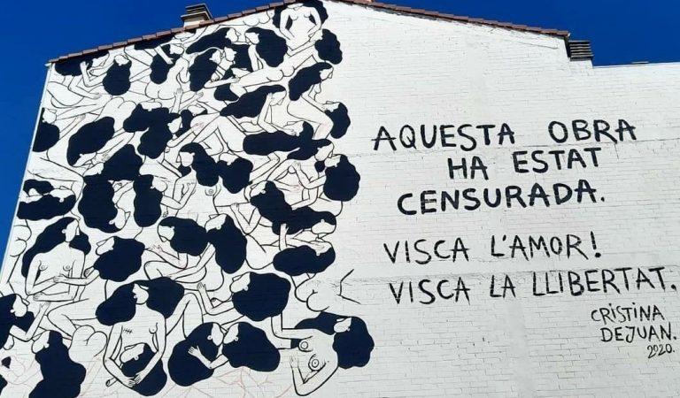 Torrefarrera dividida per un mural on es poden veure dones nues fent-se abraçades i petons