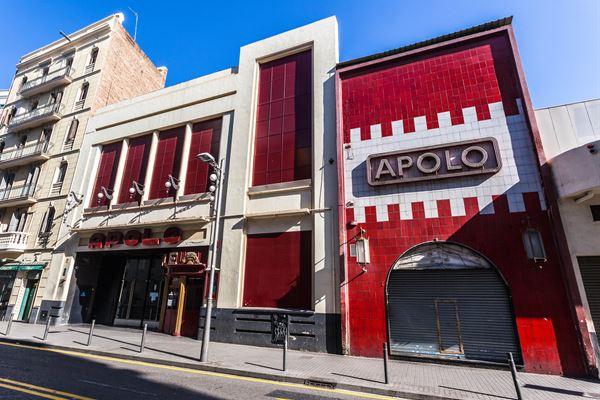 """Vols una entrada doble per anar a la reobertura del TeatreApoloa veure el musical """"¿Quiénmató a Sherlock Holmes?"""""""