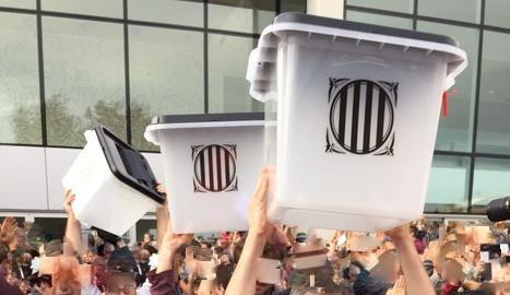 1 d'Octubre de 2017, un dia a la Història de Catalunya. Des de la custòdia de les urnes fins a un partit del Barça a porta tancada.